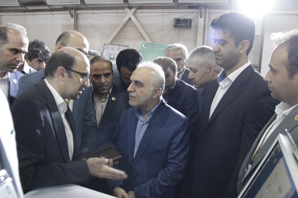 بازدید وزیر اقتصاد از غرفه بیمه ایران در الکامپ 98