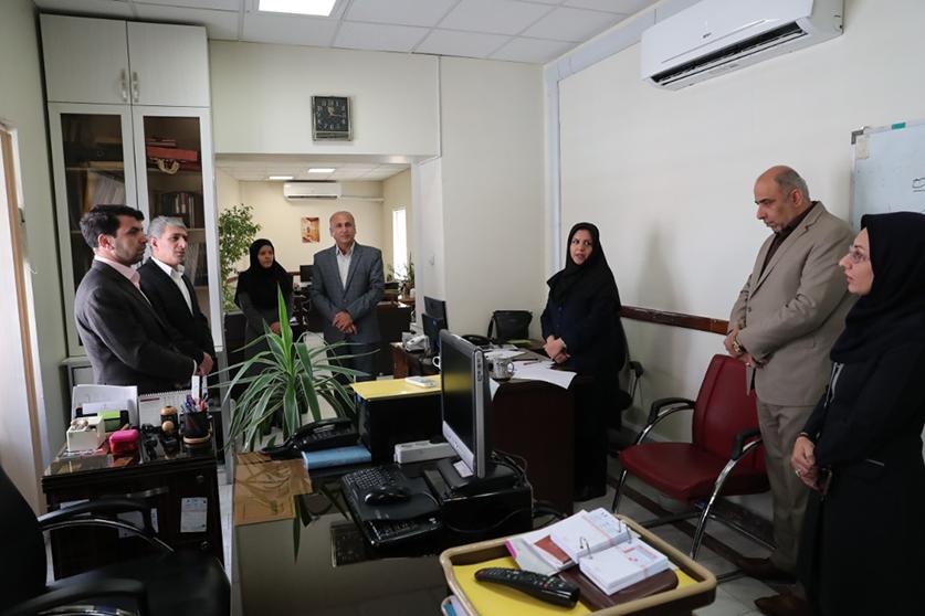بازدید سرزده مدیرعامل بانک ملی ایران از اداره کل روابط عمومی به مناسبت روز خبرنگار