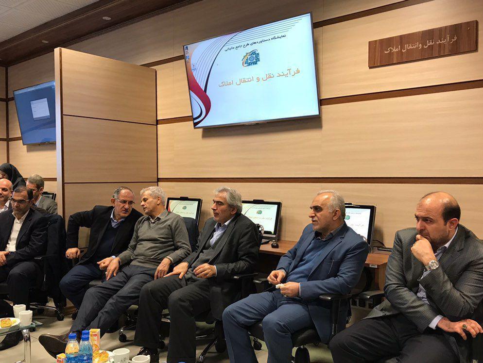 بازدید ۳ ساعته وزیر اقتصاد از نمایشگاه دستاوردهای طرح جامع مالیاتی