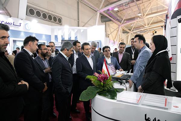 مدیرعامل بانک ملت در بازدید از نمایشگاه بورس، بانک و بیمه: رونق تولید بدون همراهی بانک ها امکان پذیر نخواهد بود