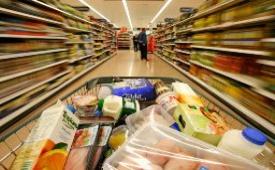پیشنهاد تقویت فروشگاههای بزرگ برای کاهش قیمت کالا