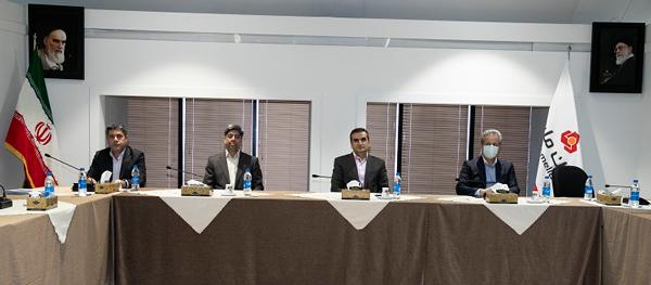 نشست اعضای هیات مدیره بانک ملت با فعالان بازار سرمایه